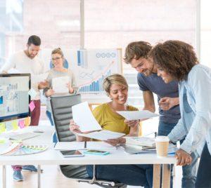 Ingeniería Informática y de Telecomunicaciones, Economía o ADE: las carreras con mejores oportunidades en el mercado